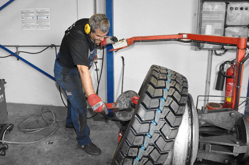 Reifenmontage und Arbeitssicherheit