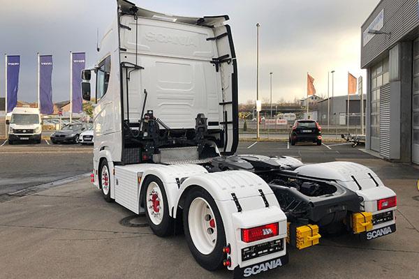 Fahrzeuglackierung-und-Karosserie_Scania-S-500